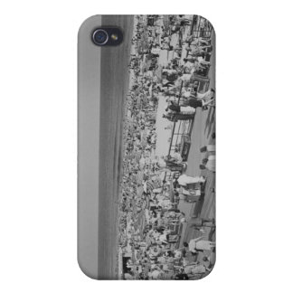 Crowd on Beach Case For iPhone 4