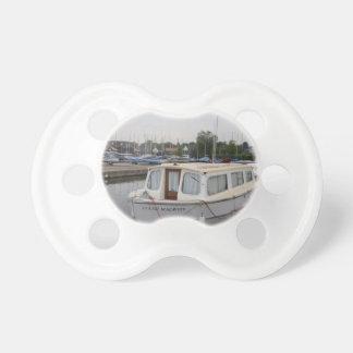 Crucero moderno de Broads Chupetes De Bebé