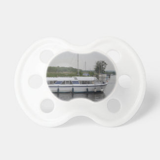 Cruceros del río chupetes para bebés