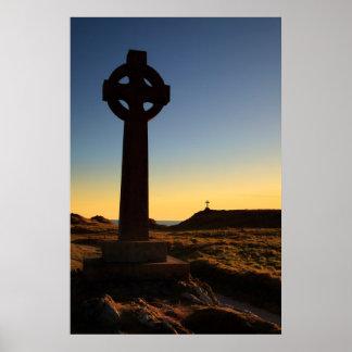 Cruces de la isla de Llanddwyn, Anglesey, País de  Póster