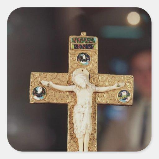 Crucifijo del relicario, Cristo de marfil en cruz  Pegatina