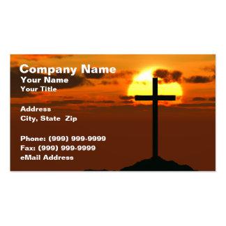 Crucifijo en una colina contra puesta del sol tarjeta de negocio