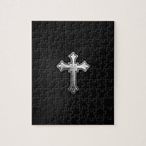 Crucifijo metálico en el cuero negro puzzle con fotos