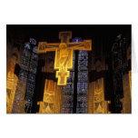Crucifijo sobre el alto altar en el Santa Tarjeta De Felicitación