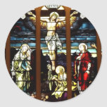 Crucifixión - Jesús en el cruzado (vitral) Etiqueta Redonda