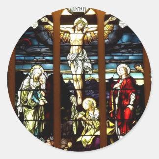 Crucifixión - Jesús en el cruzado (vitral) Pegatina Redonda