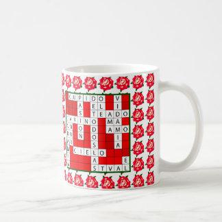 Crucigrama del amor en español en la taza de café