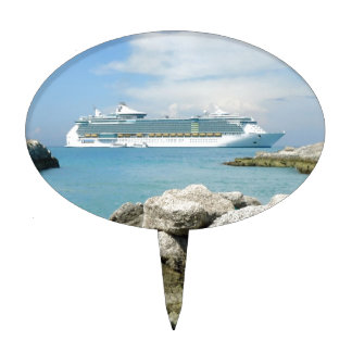 Cruise Ship at CocoCay Cake Topper