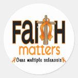 Cruz 1 de las materias de la fe de la esclerosis pegatinas redondas