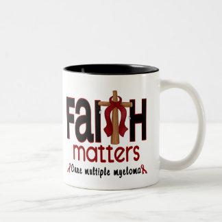 Cruz 1 de las materias de la fe del mieloma taza de dos tonos