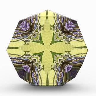 Cruz abstracta amarilla púrpura fresca vibrante