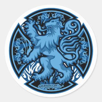 Cruz azul escocesa del león pegatina redonda