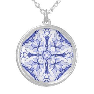 Cruz azul medieval collar plateado