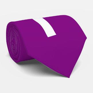Cruz blanca en fondo púrpura corbata