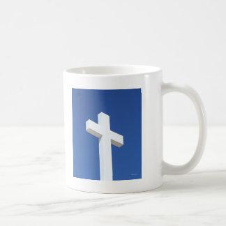 Cruz blanca taza clásica
