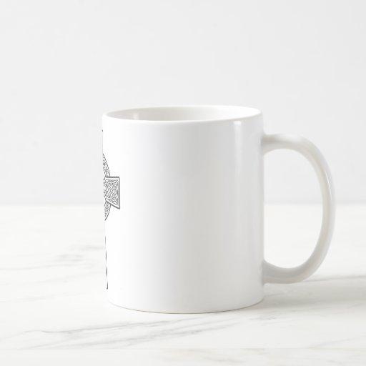 Cruz céltica blanca y clara taza básica blanca