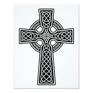 """Cruz céltica blanco y negro invitación 4.25"""" x 5.5"""""""