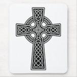 Cruz céltica blanco y negro tapetes de ratón