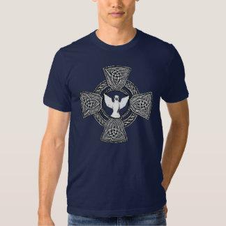 Cruz céltica con la paloma en el centro blanco y poleras