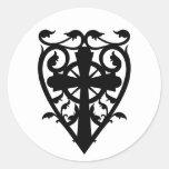 Cruz céltica del cementerio gótico en corazón etiquetas redondas