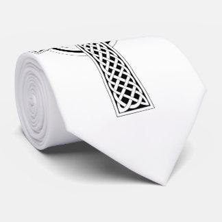 Cruz céltica en el lazo blanco del fondo corbata