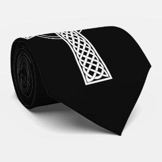 Cruz céltica en lazo negro del fondo corbata