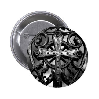 Cruz céltica gótica del hierro labrado del cemente pin redondo 5 cm