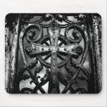 Cruz céltica gótica del hierro labrado del cemente alfombrilla de ratón