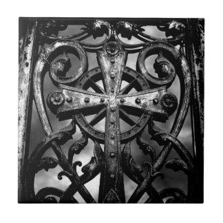 Cruz céltica gótica del hierro labrado del victori azulejo cuadrado pequeño