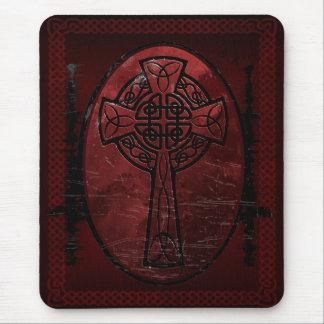 Cruz céltica roja alfombrilla de ratón