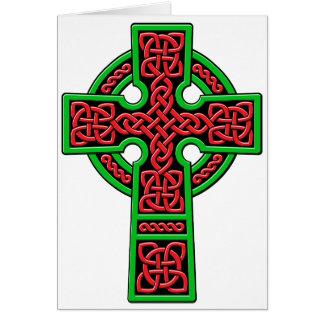 Cruz céltica roja y verde tarjeta de felicitación