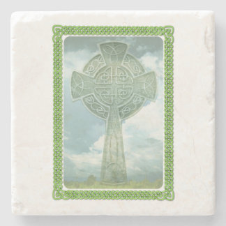 Cruz céltica y nubes verdes posavasos de piedra