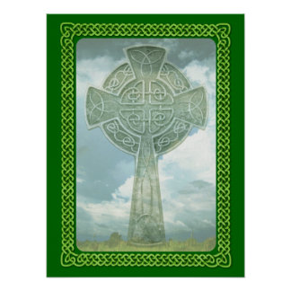 Cruz céltica y nubes verdes póster