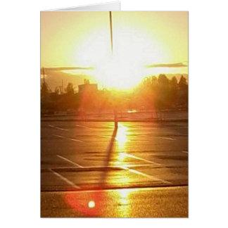 Cruz con el brillo del sol detrás tarjeta pequeña