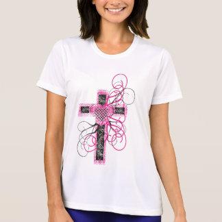 Cruz con el corazón y las volutas camiseta