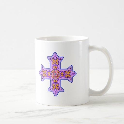 Cruz copta en colores pastel magnífica taza básica blanca