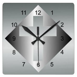 Cruz cristiana en color plata reloj cuadrado