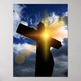 Cruz cristiana en el servicio de la salida del sol póster