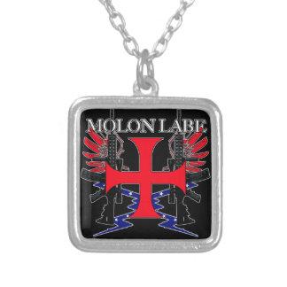 Cruz de la etiqueta de Molon Collar Plateado