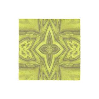 Cruz de madera abstracta amarilla imán de piedra