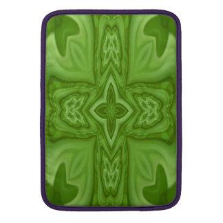 Cruz de madera abstracta verde fundas para macbook air