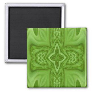 Cruz de madera abstracta verde imán cuadrado