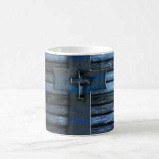 Cruz de madera azul tazas de café