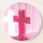 Cruz de madera, iglesia roja de la fotografía de l posavasos para bebidas
