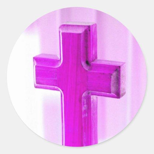 Cruz de madera, versión púrpura, iglesia de la fot etiqueta redonda