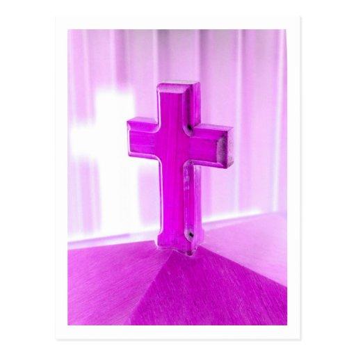 Cruz de madera, versión púrpura, iglesia de la postal