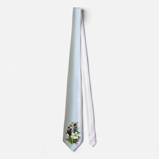 Cruz de oro de Pascua y flores blancas de Lilly Corbatas Personalizadas