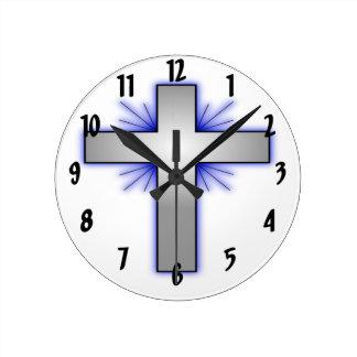 Cruz de plata reloj redondo mediano