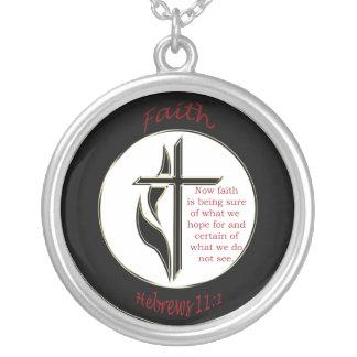 Cruz del 11:1 de los hebreos colgante redondo
