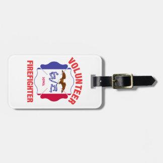 Cruz del bombero del voluntario de la bandera de etiquetas maletas